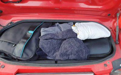 Gute gepackter Kofferraum. Muss für 2 Wochen reichen